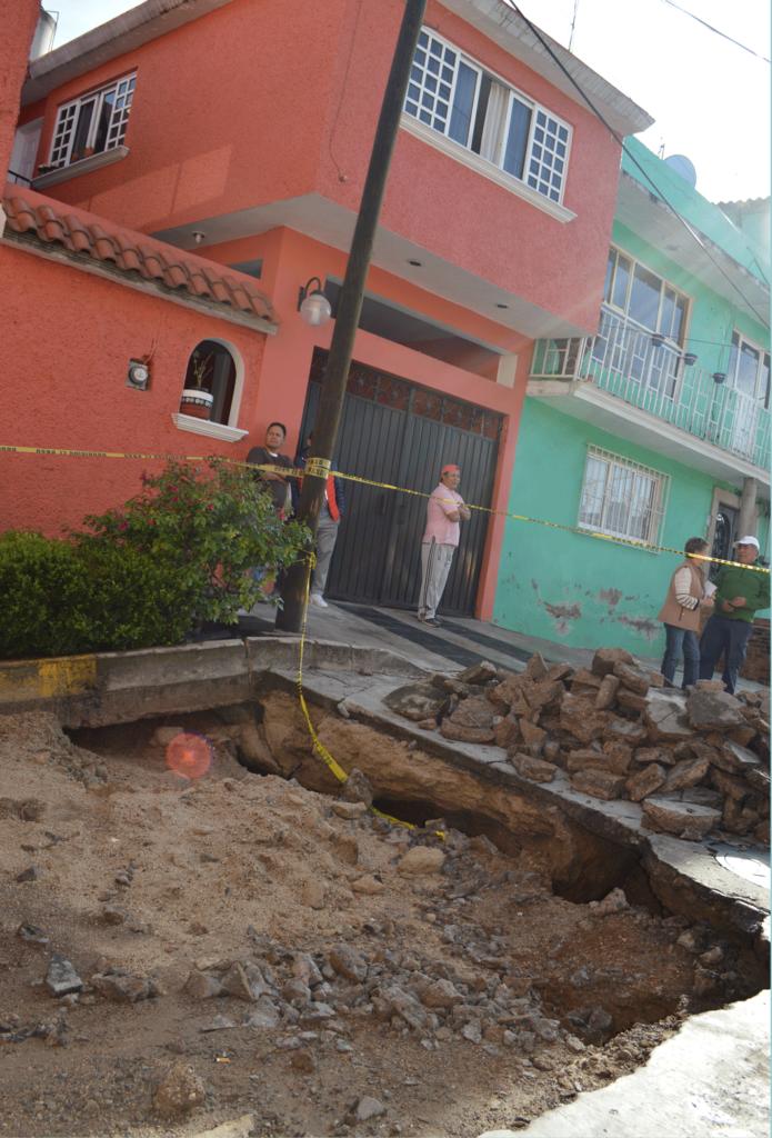 Un gran hundimiento afecta 18 casas en Naucalpan