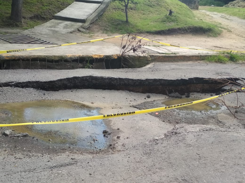 Calles destrozadas dejaron las obras de CAEM en La Quebrada
