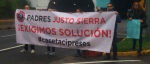 Sobre la autopista, los padres de familia del Colegio Justo Sierra reclaman reubicar la caseta de cobro Cipreses