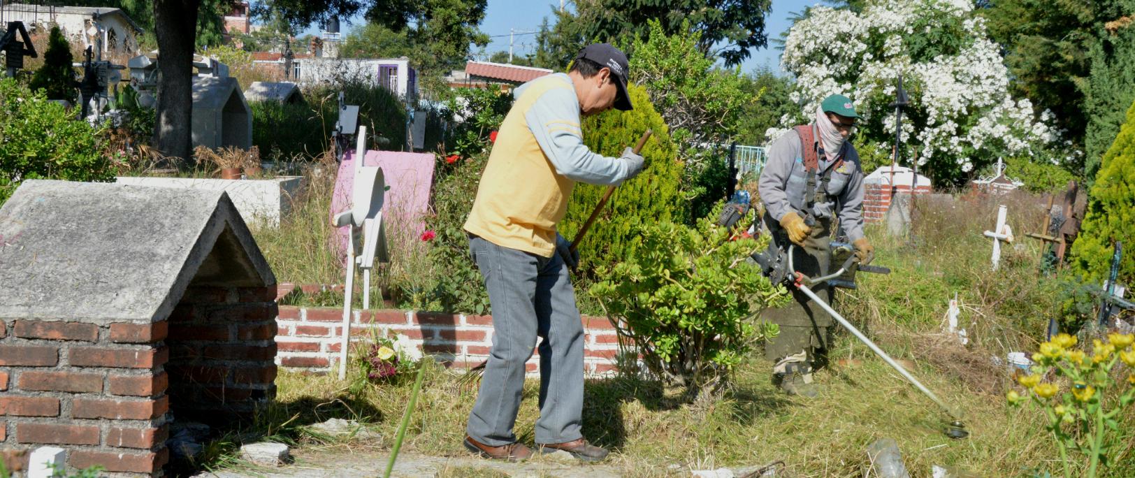 Panteones de Cuautitlán Izcalli están quedando limpios ante las próximas visitas que buscarán sus seres queridos