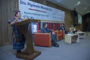 La defensora de los derechos humanos estuvo acompañada de Domingo Alberto Vital Díaz, coordinador de Humanidades de la UNAM;Manuel Martínez Justo, director de la FES Acatlán, y Nora del Consuelo Goris Mayans, secretaria general Académica.