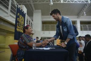 Rigoberta Menchú convivió con alumnos de la FES Acatlán