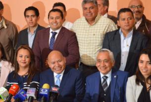 El alcalde electo de Tlalnepantla, Raciel Pérez Cruz, diputados federales y locales, así como próximos regidores y síndicos anuncian reconstrucción en el municipio
