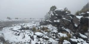 En el Cofre de Perote, la nieve y piedras forman figuras caprichosas
