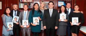 El alcalde de Huixquilucan, Enrique Vargas del Villar, acompñado de los regidores de la gestión 2015-2018
