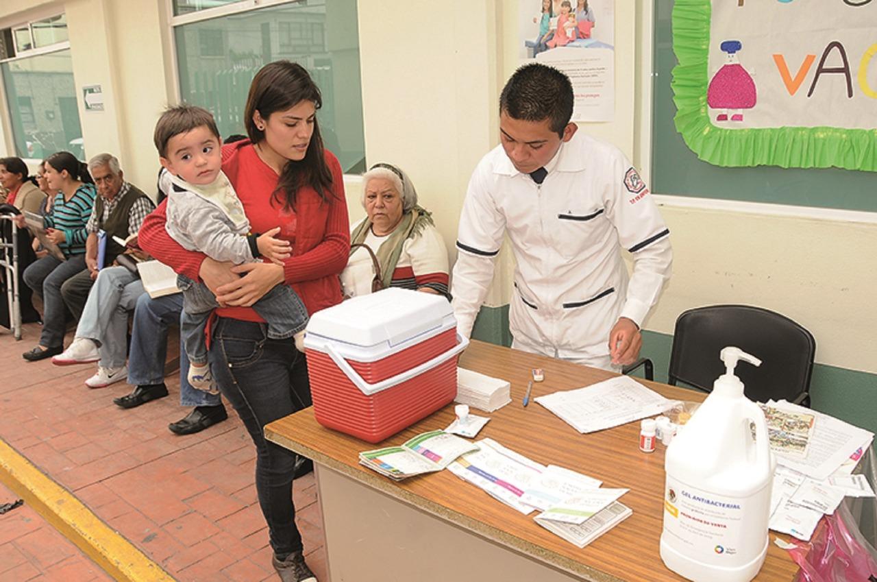 El gobierno del Estado de México urge a vacunarse a la población, al registrarse siete muertes por influenza