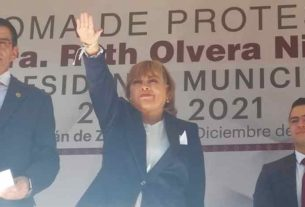 En representación personal del gobernador, Alfredo Del Mazo, Enrique Jacob Rocha, tomó la protesta a Ruth Olvera Nieto, como presidenta municipal de Atizapán