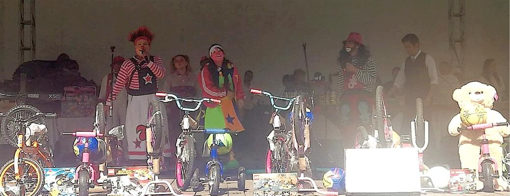 Payasos hicieron divertido el Día del Niño en Naucalpan, además de los juguetes
