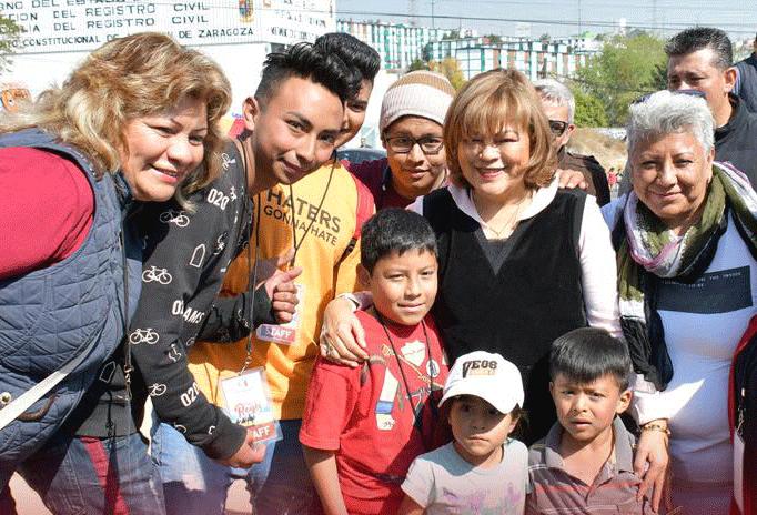 En comunidades, Ruth Olvera lleva festivales por Día de Reyes