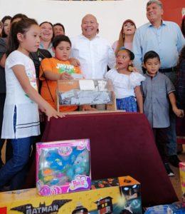 El alcalde de Tlalnepantla, Raciel Pérez Cruz,  festejó a los pequeños por el Día de Reyes