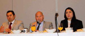 Raciel Pérez Cruz, acompañado de regidores, anunció que se disminuirán el salario