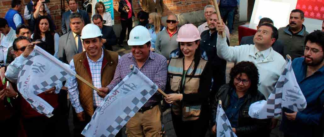 Ricardo Gudiño, director de OAPAS y la presidenta municipal de Naucalpan, Patricia Durán Reveles, dieron el banderazo del inicio de los trabajos del nuevo tanque de agua que instalarán en Santa Cruz del Monte