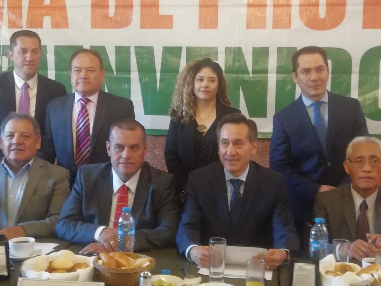 El presidente municipal de Cuautitlán Ariel Juárez con empresarios