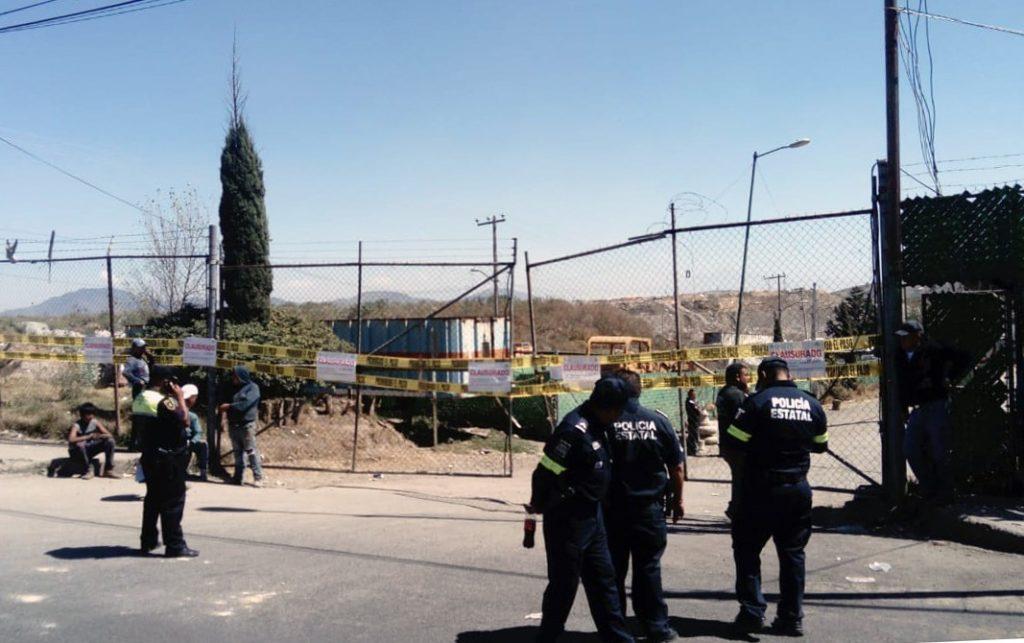 Autoridades del gobierno del Estado de México clausuran el tiradero de Atizapán
