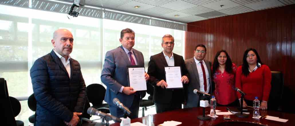 Pedro Zamudio Godínez y Fernando Vilchis Contreras, firman covenio