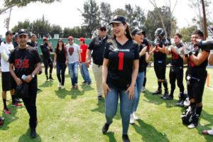 Paty Durán, alcaldesa de Naucalpan asistió al primer partido de Bulldogs
