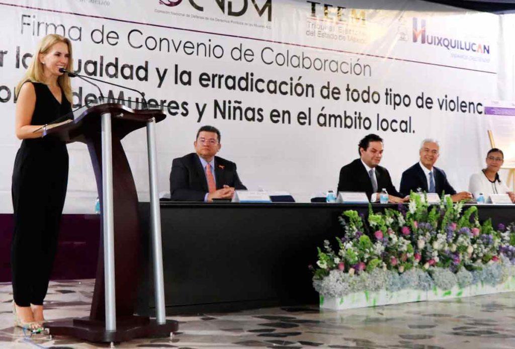 La presidenta del Dif de Huixquiluca, Romina Contreras de Vargas