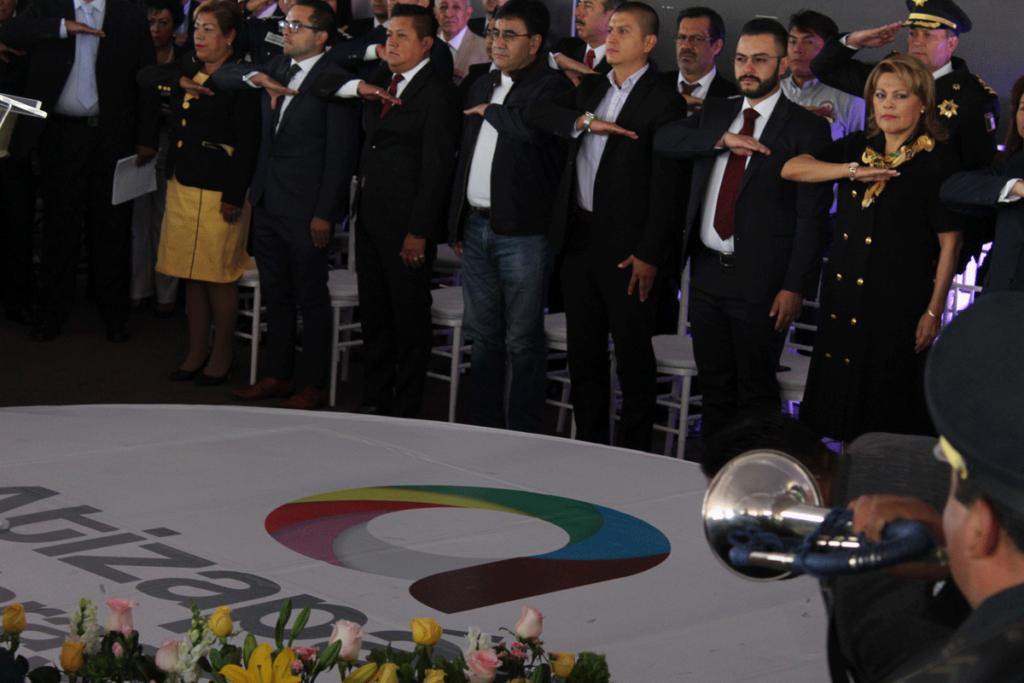 Honores a la Bandera de Ruth Olvera, síndico, regidores y funcionarios de Atizapán, al ofrecer un informe después de 100 días de gobierno