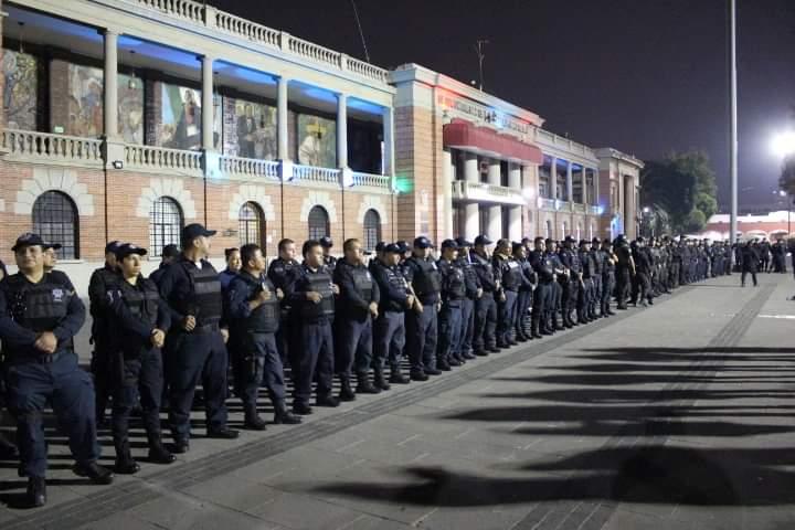 La policía municipal de antes de intervenir en el retiro del comercio irregular