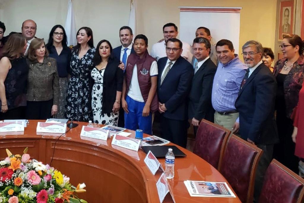 Asistentes a la firma del convenio Centro de Integración Juvenil y Naucalpan