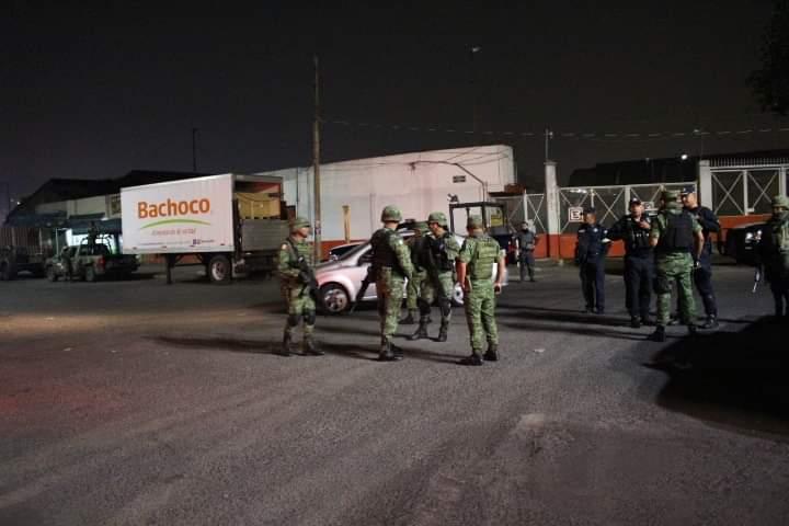 El Ejército mexicano vigila el orden durante el desalojo del comercio ambulante del Centro de Tlalnepantla
