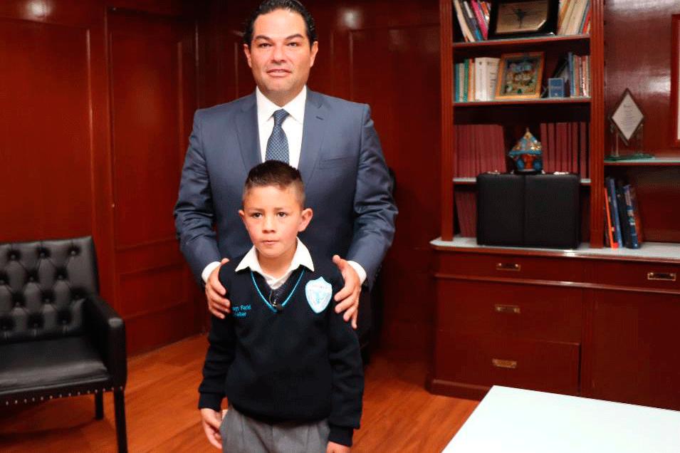Enrique Vargas y el alcalde por un día Santiago Farid Scheiker Ramírez
