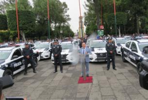 En plena lluvia, Raciel Pérez Cruz, alcalde de Tlalnepantla, continuó con su la puesta en vigilancia de 177 patrullas