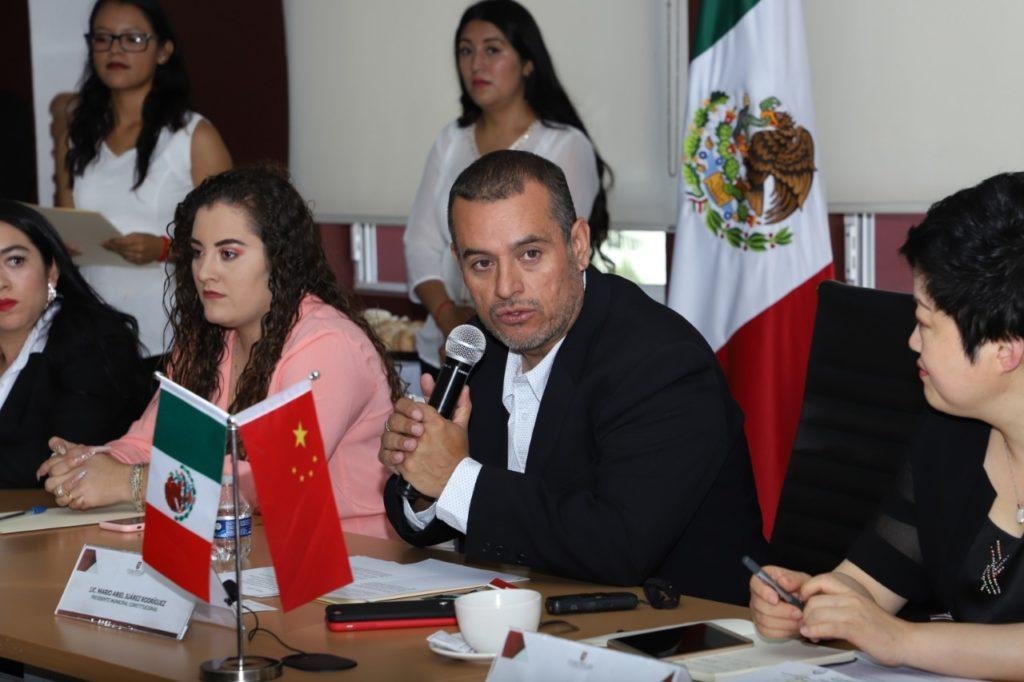 El alcalde de Cuautitlán, Ariel Juárez da la bienvenida a la delegación China
