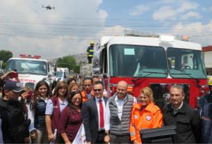 Camión de bomberos nuevo en Atizapán donde Ruth Olvera inicia feria de Protección Civil