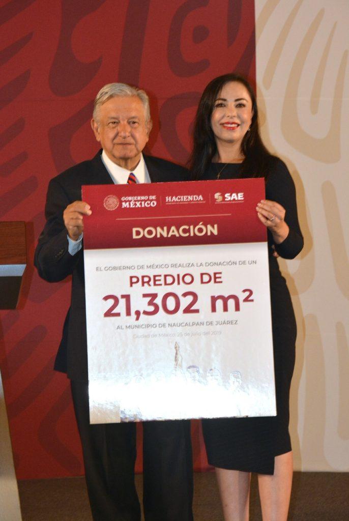 Patricia Durán, alcaldesa de Naucalpan, recibe la propiedad para la universidad