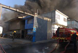 Alerta en varios municipios por el incendio en Coacalco