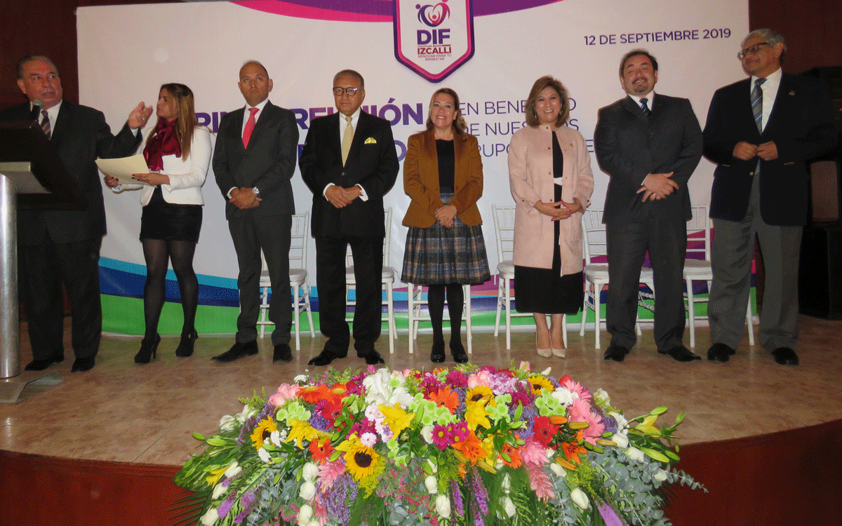 Empresarios dispuestos a devolver a niños, personas discapacitadas y adultos mayores, para hacer un México mejor, le dicen a la presidenta del DIF de Izcalli, Micaela Alvarado