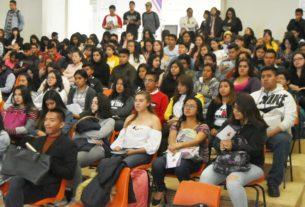 Universitarias atentas a los programas contra la violencia hacia mujeres, en Cuautitlán Izcalli