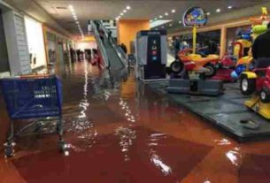 Plaza Aragón, en Ecatepec, inundada