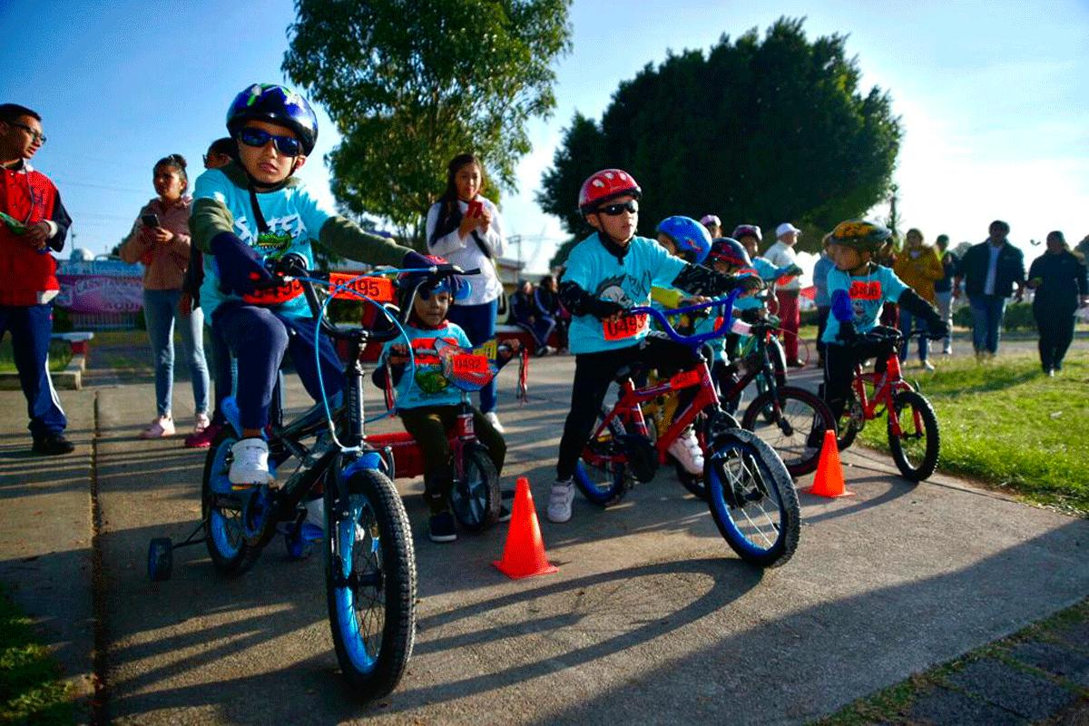 Primera carrera ciclista infantil