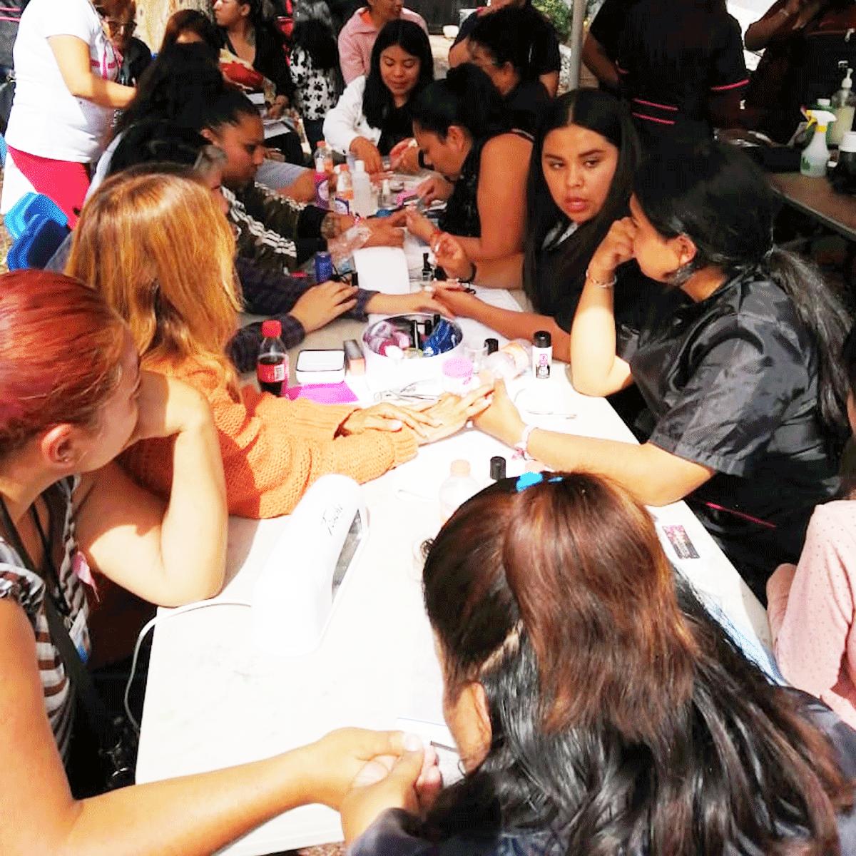Mujeres fueron atendidas desde las uñas hasta con mastografías en Izcalli