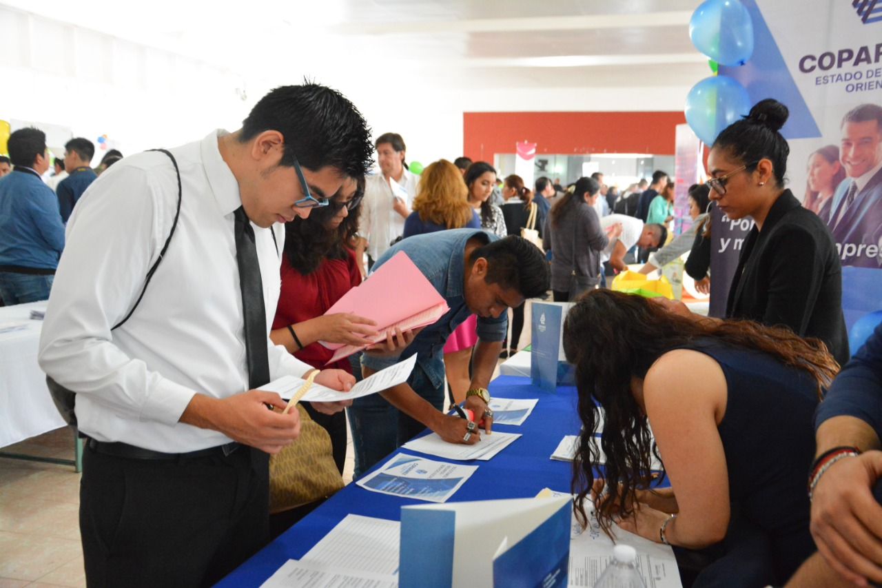 Una gran cantidad de jóvenes acudieron a la Feria del Empleo de Coacalco