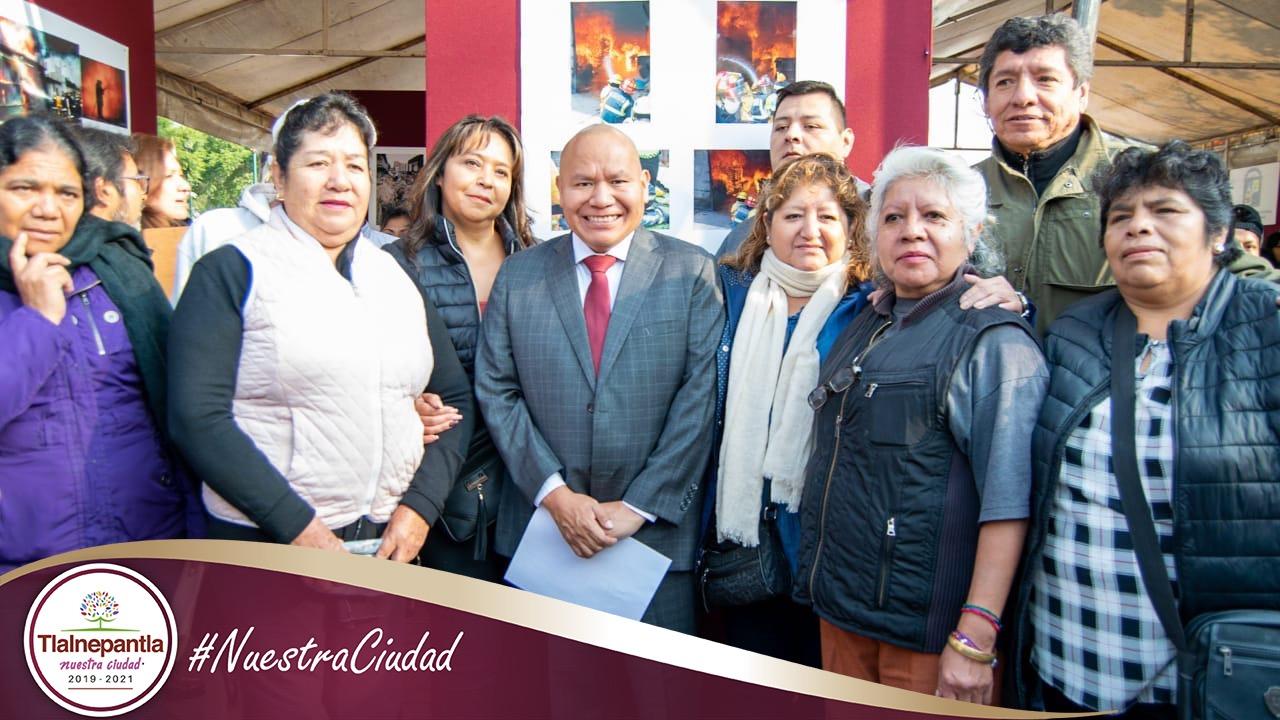 Con ciudadanas de San Juanico después del homenaje a los desaparecidos