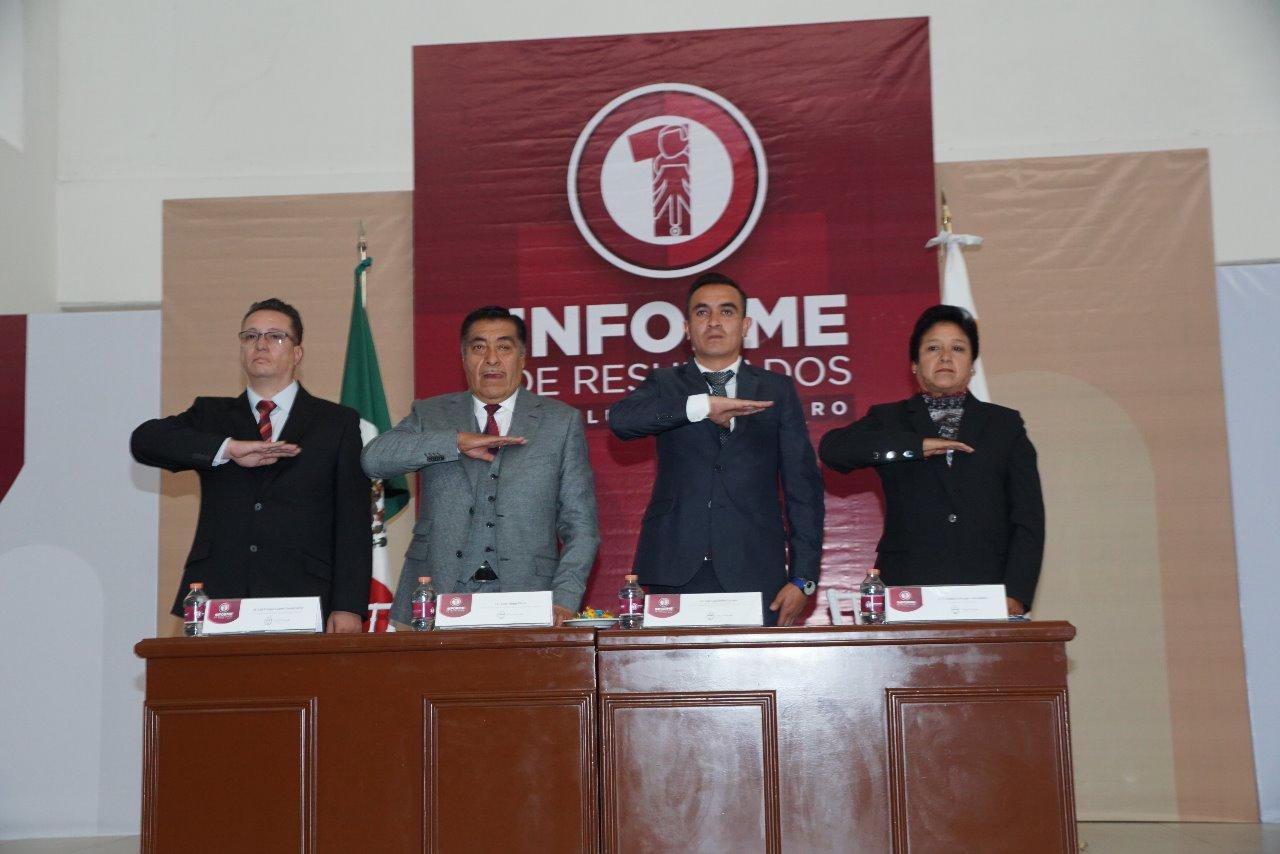 Al inicio, el acto protocolario de los honores a la Bandera en el Primer Informe de Resultados de Luis Maya Doro