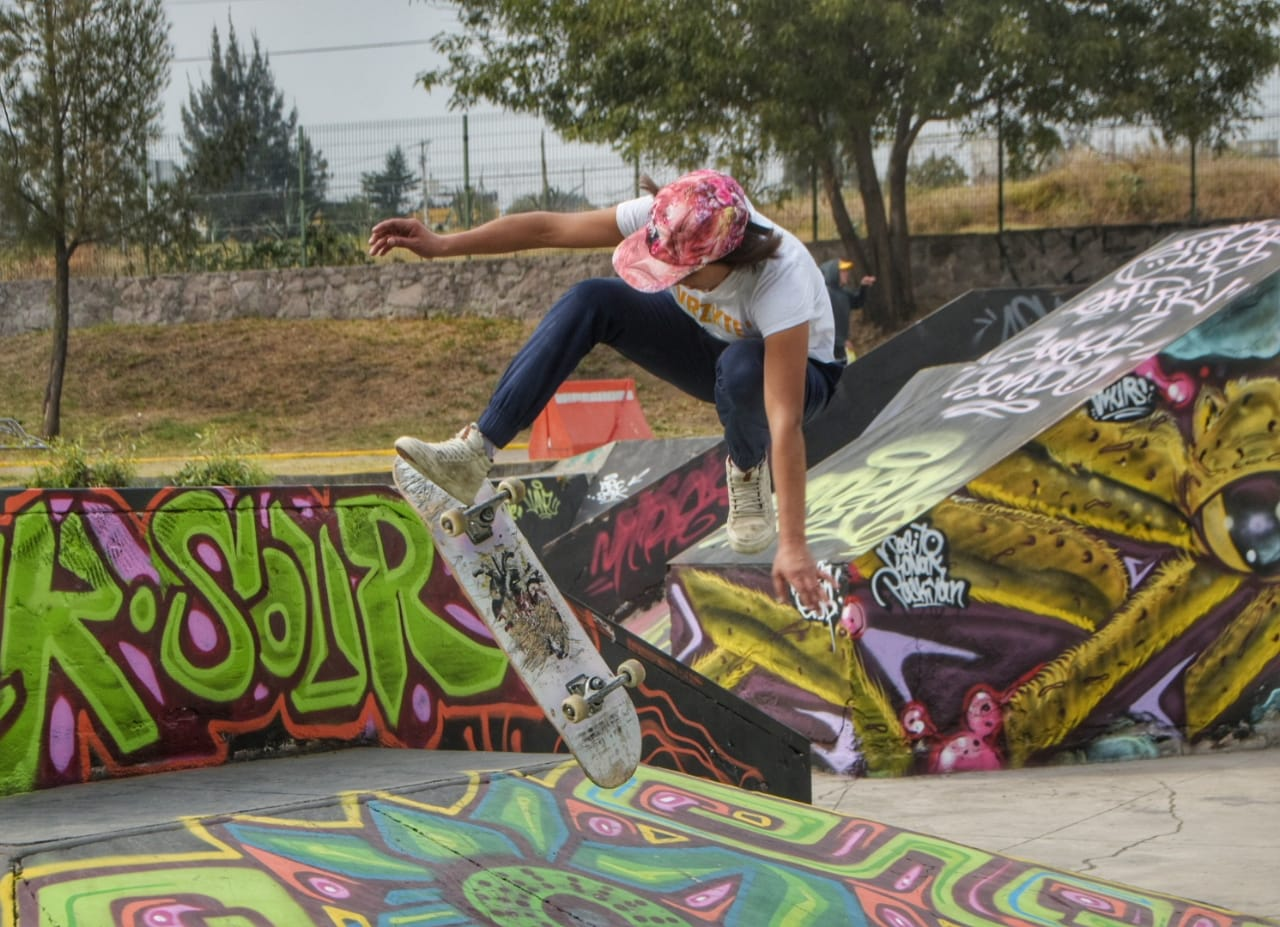 Muy arriesgadas las mujeres en el Tercer Concurso de Skate BMX en Izcalli