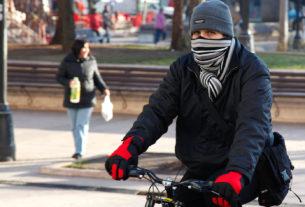 Hay que andar bien abrigados por las temperaturas cercanas a los cero grados