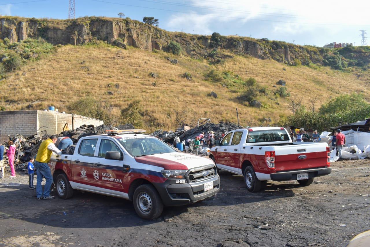 Presencia de Protección Civil y Bomberos de Naucalpan durante y después del incendio