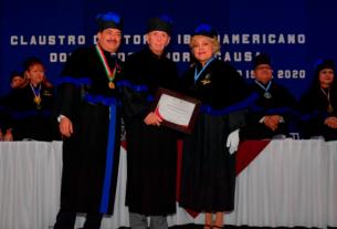 Ruth Olvera Nieto recibe el Doctor Honoris Causa