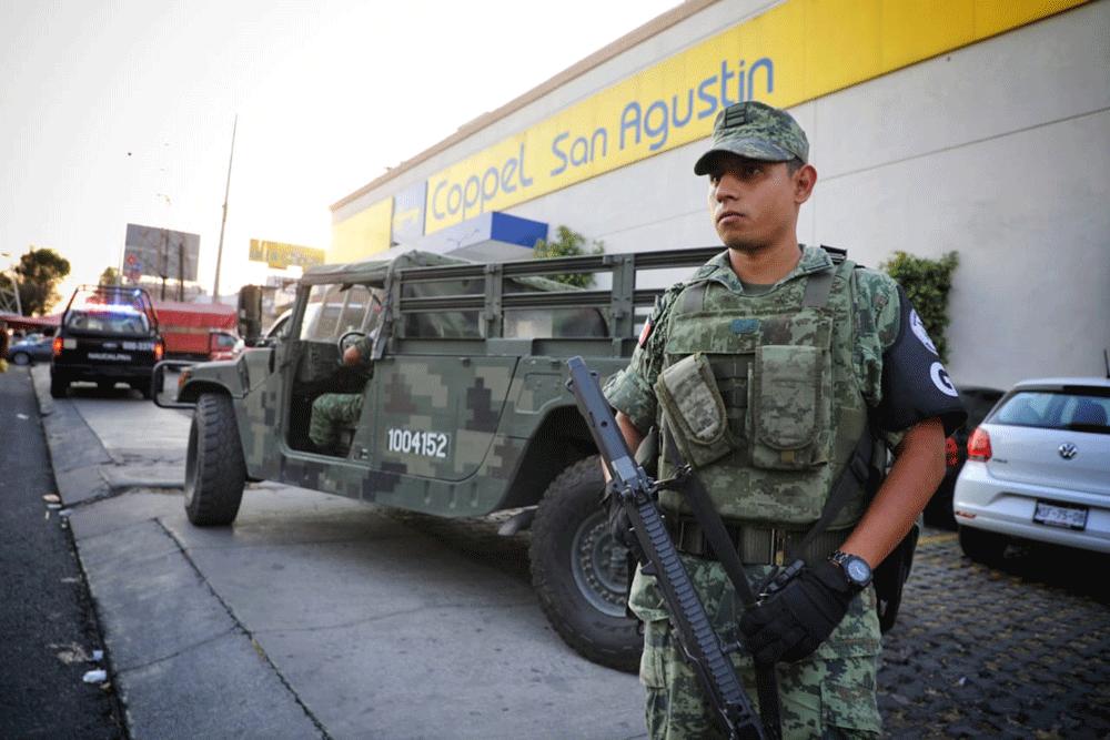 La Guardia Nacional vigila negocios en Naucalpan