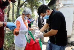 Funcionarios de Naucalpan distribuyen comida donada por restauranteros locales