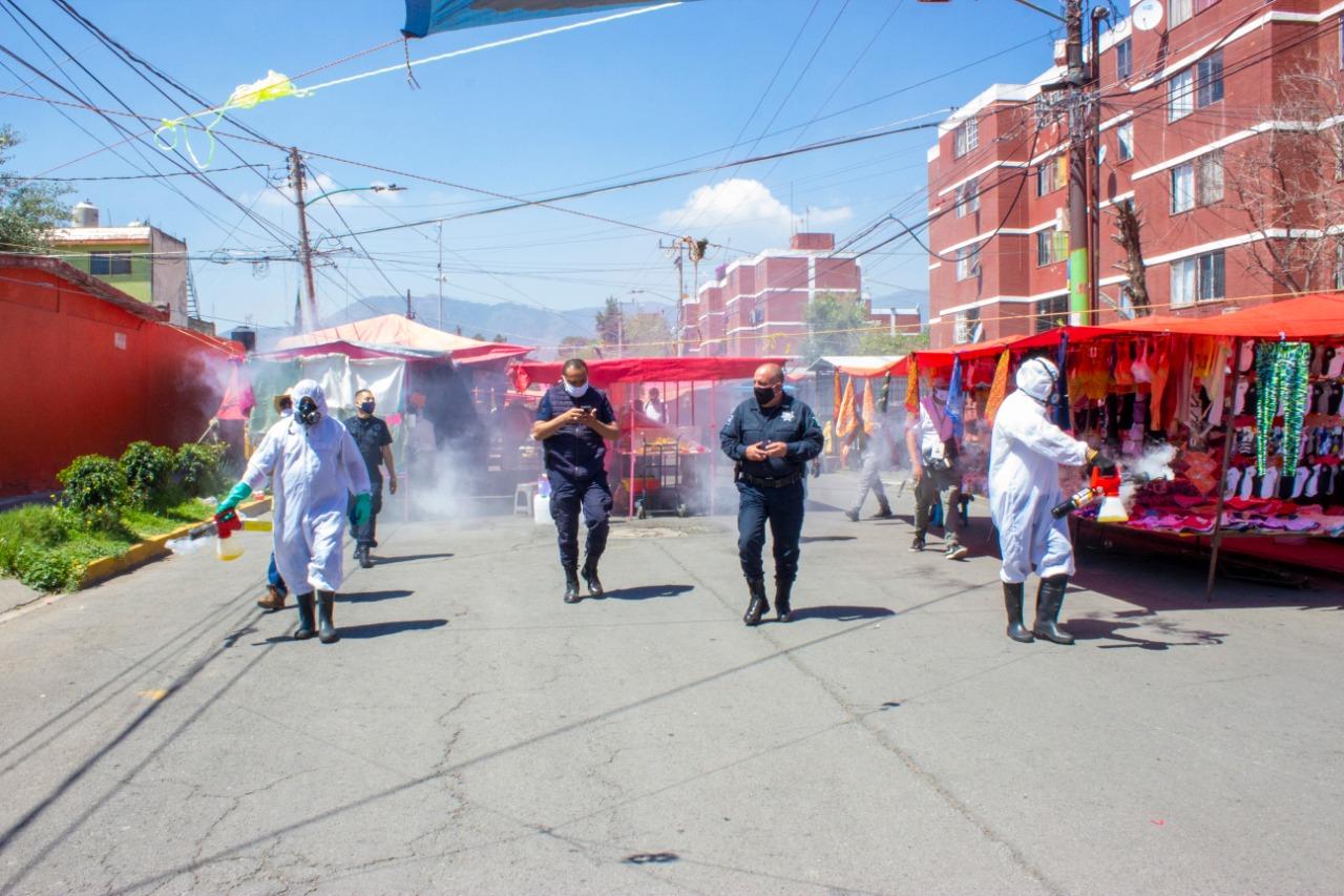 En zonas muy pobladas de Coacalco sanitizan áreas de comercio
