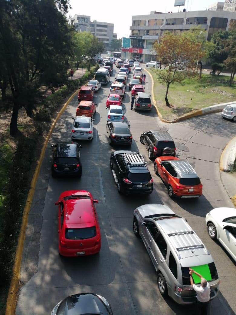 Larga la columna de autos en Caravana AntiAMLO