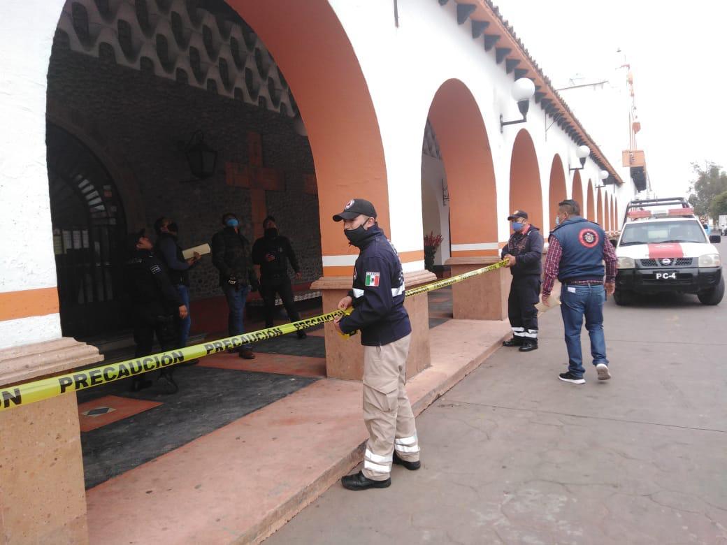 Delimitan el Palacio Municipal de Almoloya de Juárez, para evitar desgracias