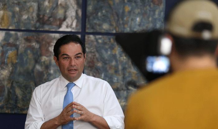 El alcalde de Huixquilucan, Enrique Vargas del Villar, se entrevista con empresarios para apoyarlos