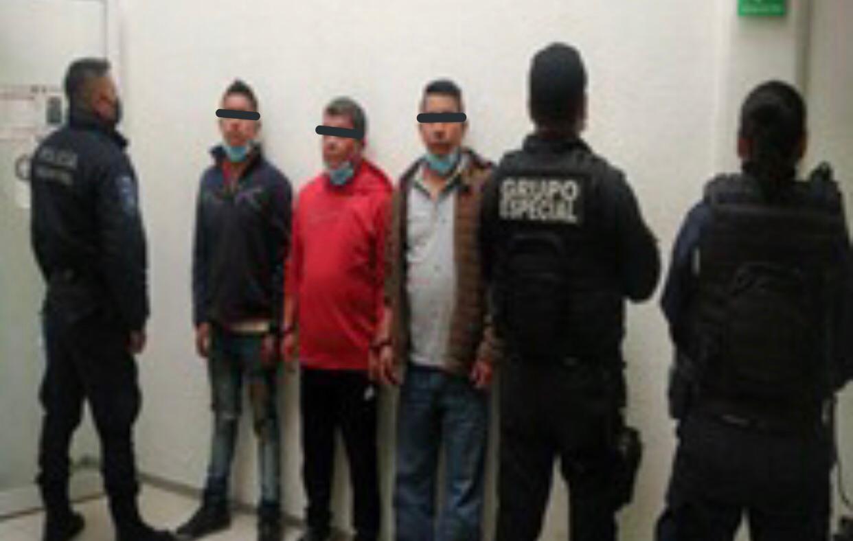 Detenidos en Tlalnepantla cuando presuntamente robaban un camión de carga